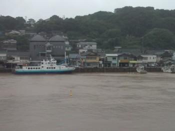 殿の浦から小川島発着所、朝市の海岸側風景