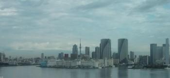 東京ビル群とスカイツリー