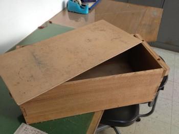者入れに使っていた木製の箱
